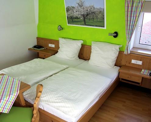 Pension Bad Windsheim, Gashof Zum goldenen Hirschen, Zimmer Apfel, Bett