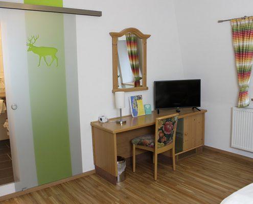 Pension Bad Windsheim, Gashof Zum goldenen Hirschen, Zimmer Birne, TV