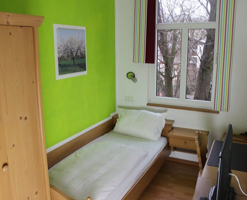 Pension Bad Windsheim, Gashof Zum goldenen Hirschen, Zimmer Apfel, Einzelzimmer, Bett