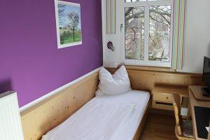 Pension Bad Windsheim, Gashof Zum goldenen Hirschen, Zimmer Zwetschge, Bett